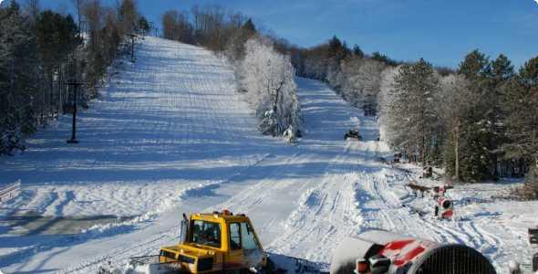 ski-brule-groomer_590_300_50_all_5_s_c1_center_center_0_0_1
