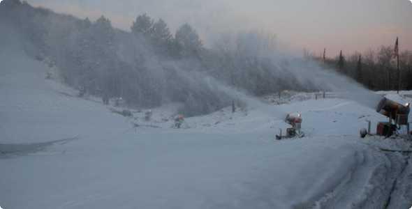ski-brule-snow-makers_590_300_50_all_5_s_c1_center_center_0_0_1